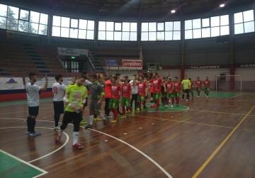 I saluti iniziali tra Città di Cosenza e Futsal Polistena