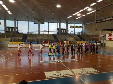 I saluti di inizio gara tra Lamezia Soccer ed Enotria Five