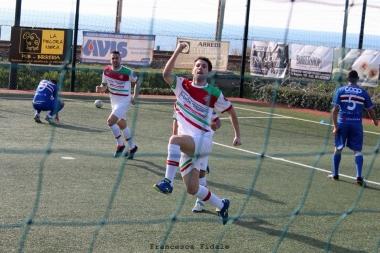Riccardo D'Agostino esulta dopo aver realizzato il gol del 2-1 per il PC5