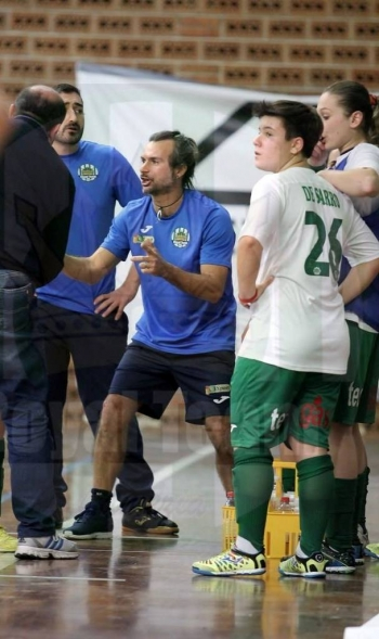 Mister Ragona durante un time out