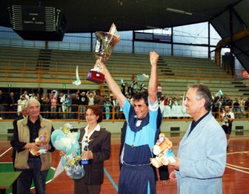 capitano Real Luzzese alza Coppa