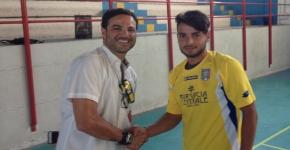 Raffaele Chiappetta firma per la F.C. Paola