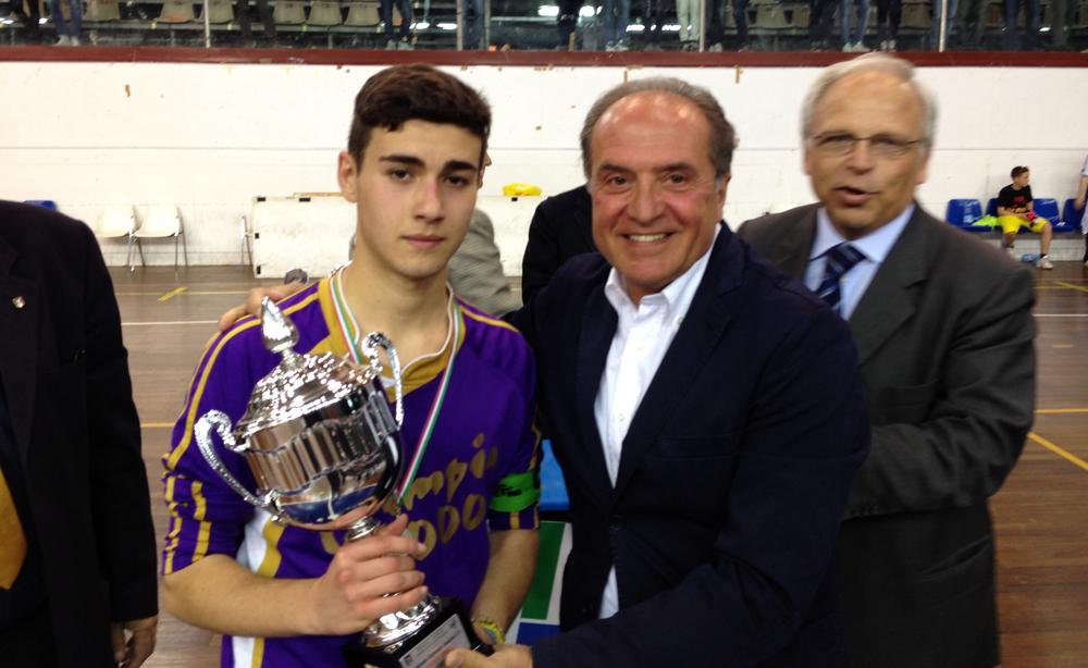 Piero Praticò premia capitano Olimpia