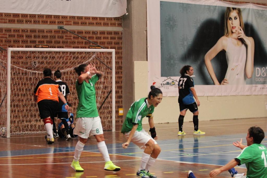 L'esultanza di Serrano sul gol del 2-1 con Primavera e Polizzi