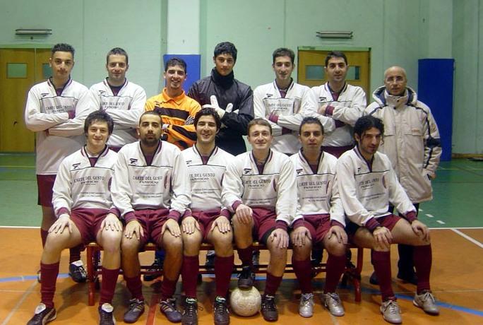 FOOTBALL 2001 04 05