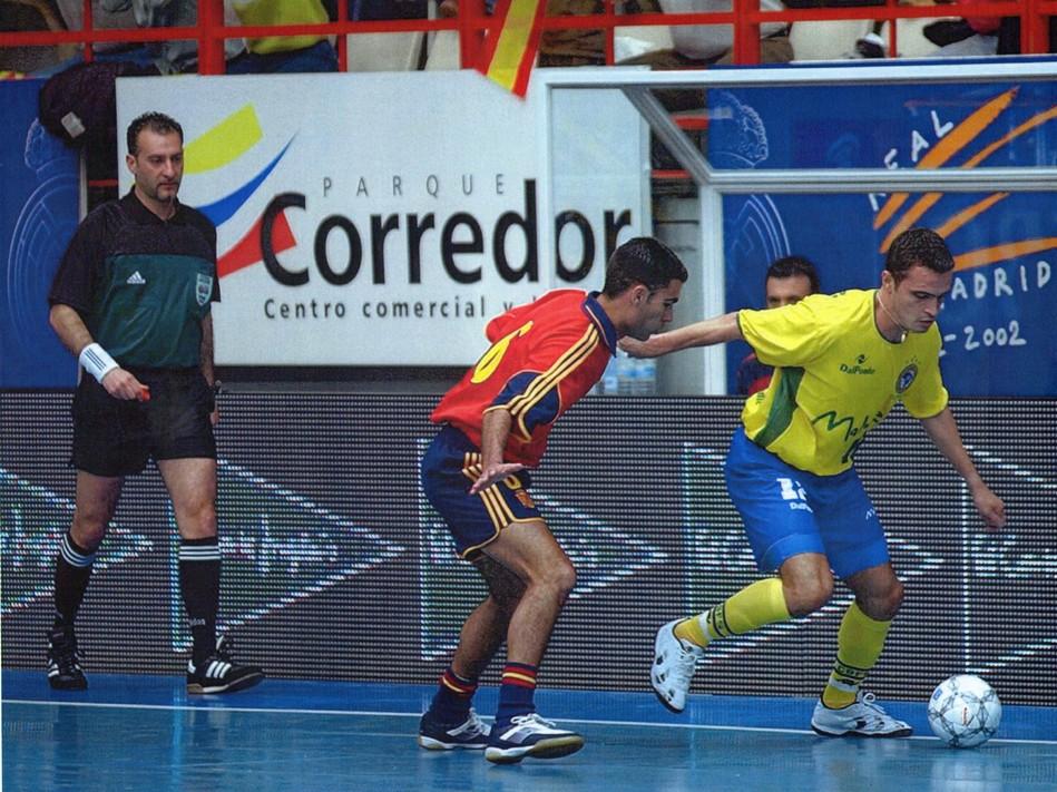 arbitro Vescio con Falcao Brasile e Lineares Spagna